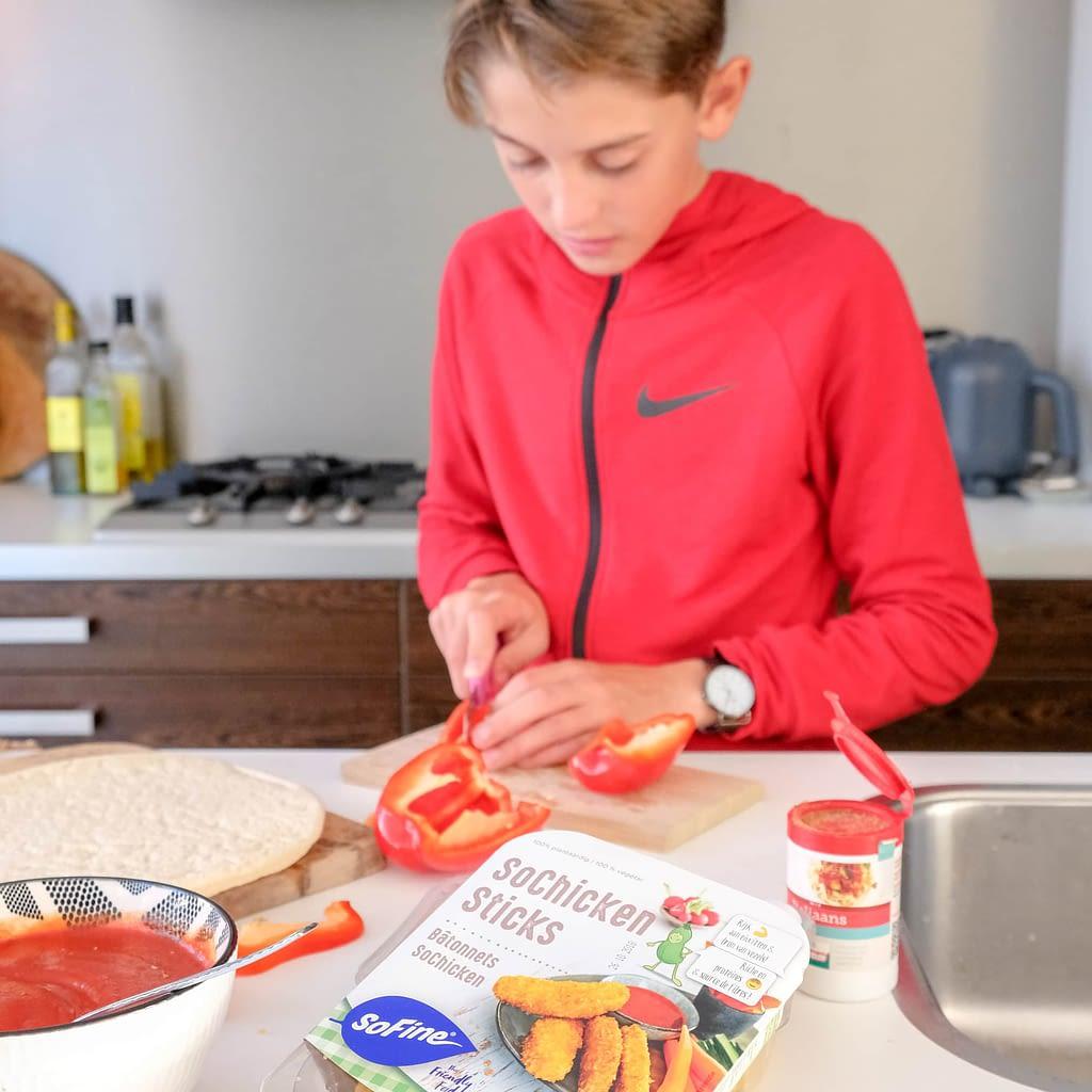 koken met onze tiener en sochicken sticks